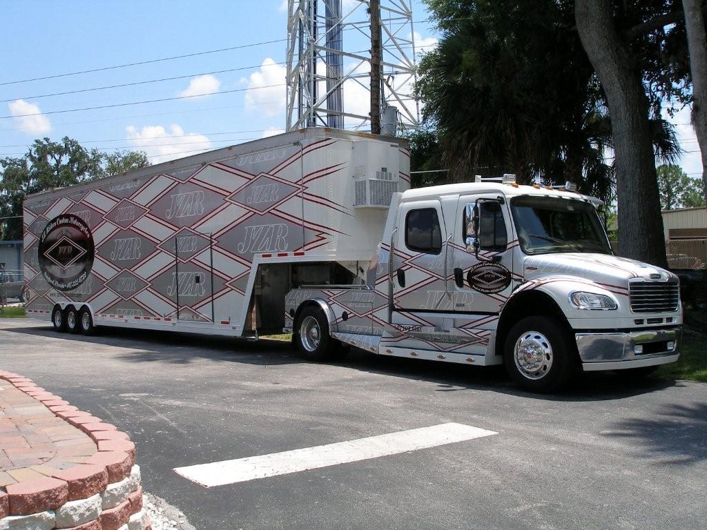 2006 Freightliner Columbia 18